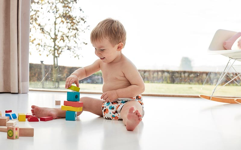 regalo bebe juguetes y panales